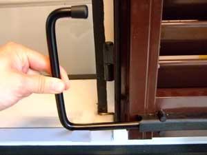 Alluminio montaggio fermagelosia stop fermapersiane for Ferma finestre