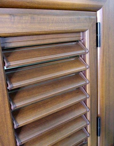 Persiane orientabili alluminio pvc tinta legno alluminio for Persiane in pvc listino prezzi