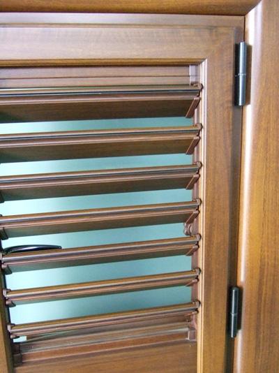 Persiane orientabili alluminio pvc tinta legno alluminio - Blocca persiane dall interno ...